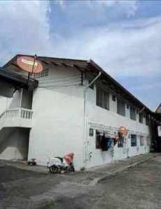 ขายกิจการห้องเช่า หอพัก เอกชัย43 บางบอน เขตบางขุนเทียน กรุงเทพ 186 ห้อง จำนวน 6 อาคาร เนื้อที่ 4 ไร่ อยู่หลังวัดสิงห์