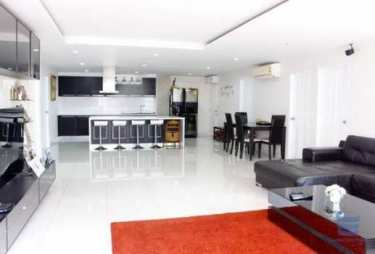 BIG room, GREAT Location, BELOW MARKET Price condo for sale in Sukhumvit 50