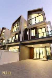 บ้านแนวคิดใหม่ The Proud Bangsaen ดีไซน์สุดโมเดิร์น 3 ชั้น พื้นที่เยอะพิเศษอย่างลงตัว วัสดุสุดหรู ทำเลใจกลางเมือง ใกล้บางแสน